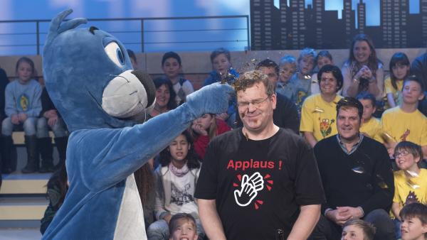Piet Flosse und Moderator Elton | Rechte: ZDF/Ralf Wilschewski