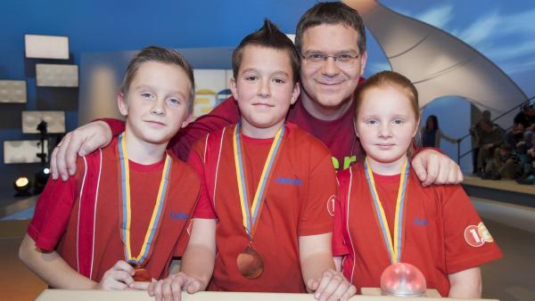 Elton und das Team aus Beltinci/Slowenien | Rechte: ZDF/Ralf Wilschewski