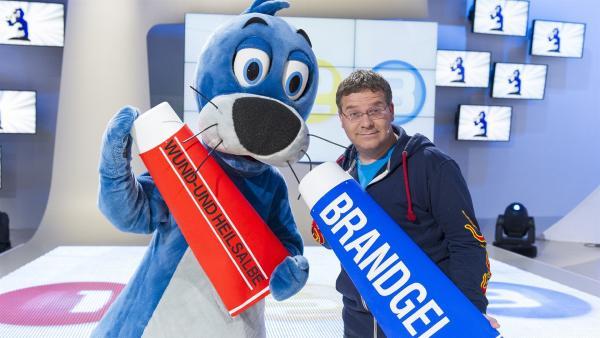 Elton und Piet Flosse. Wenn es heiß hergeht darf die Brandsalbe nicht fehlen! | Rechte: ZDF/Ralf Wilschewski