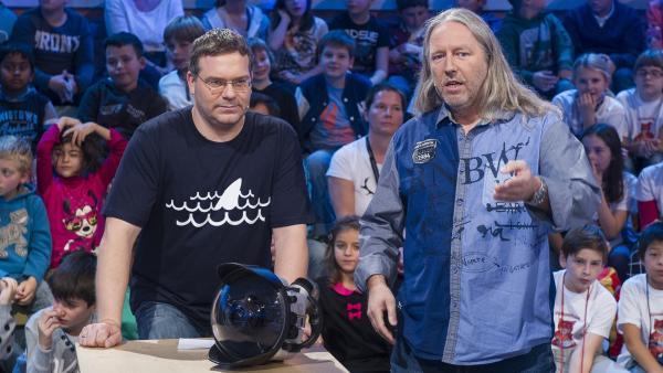 Elton und der Unterwasserfilmer Ralf Kiefner. Er hat schon viele Haie vor die Linse bekommen | Rechte: ZDF/Ralf Wilschewski