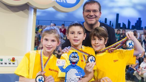 Elton und die glücklichen Gewinner aus Wien/Österreich | Rechte: ZDF/Ralf Wilschewski