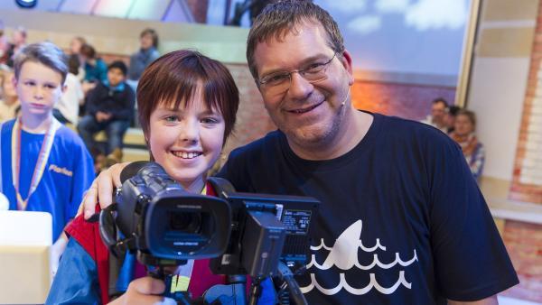 Elton und Kamerakind Lucy aus Neppermin/Deutschland | Rechte: ZDF/Ralf Wilschewski