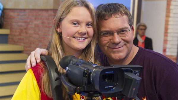 Elton und Kamerakind Sophie aus Biberbach/Österreich. | Rechte: ZDF/Ralf Wilschewski