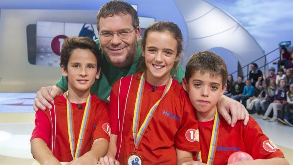 Elton und die Kandidaten aus Tabaiba Alta, Teneriffa/Spanien   Rechte: ZDF/Ralf Wilschewski