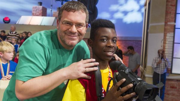 Kamerakind Muabi aus Salzburg mit Elton   Rechte: ZDF/Ralf Wilschewski