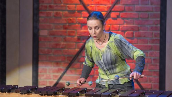 Tolles Musikinstrument - natürlich aus Holz. Marimba-Spielerin Katarzyna Mycka. | Rechte: ZDF/Ralf Wilschewski