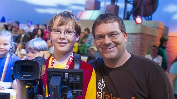 Elton und Kamerakind Michael aus Regau/Österreich | Rechte: ZDF/Ralf Wilschewski