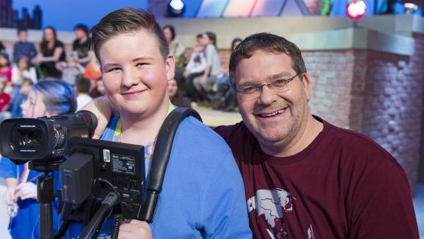 Elton und Kamerakind Timur aus Deutschland. | Rechte: ZDF/Ralf Wilschewski