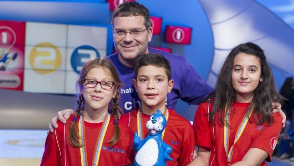 Elton und die Kandidaten aus Pallini Attikis/Griechenland. Das Gewinner-Team! | Rechte: ZDF/Ralf Wilschewski