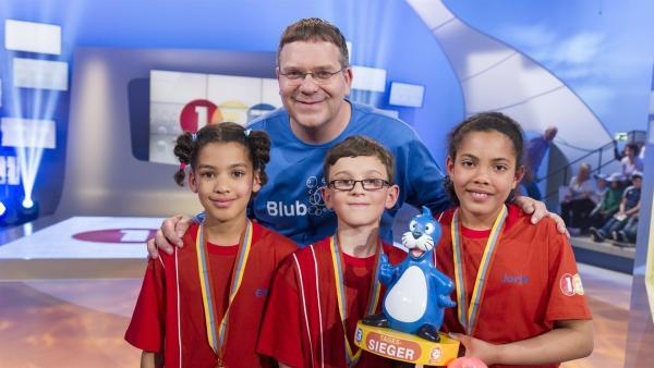 Elton und die Kandidaten aus Croydon/England. Die glücklichen Gewinner! | Rechte: ZDF/Ralf Wilschewski