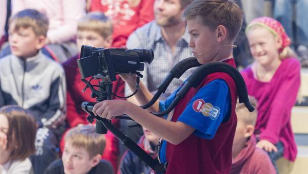 Kamerakind Patrick aus Bad Endorf/Deutschland ist voller Konzentration bei der Arbeit. | Rechte: ZDF und Ralf Wilschewski