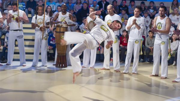 Die Capoeira-Gruppe Unicar aus München zeigt spezielle Moves.   Rechte: ZDF und Ralf Wilschewski