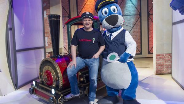 Bei Elton und Piet Flosse dreht sich heute alles um Eisenbahnen. | Rechte: ZDF und Ralf Wilschewski