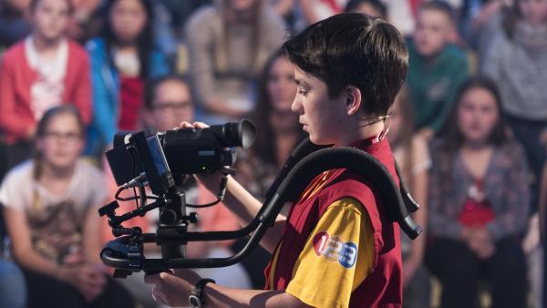 Kamerakind Jakob aus Lavamünd/Österreich hat die Kamera gut im Griff. | Rechte: ZDF/Ralf Wilschewski