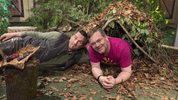 Heute zeigt Robert Woitas, Survival-Trainer, den ein oder anderen Trick, um in der Wildnis schöne Tage und Nächte zu verbringen. | Rechte: ZDF/Ralf Wilschewski