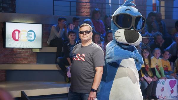 Hollywoodreifer Auftritt von Elton und Piet Flosse im 1, 2 oder 3-Studio. | Rechte: ZDF/Dorothee Falke