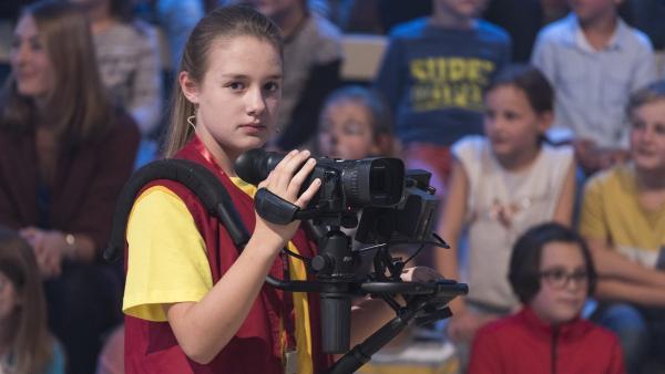 Kamerakind Lara aus Pucking/Österreich hat die 1, 2 oder 3-Kamera hervorragend im Griff. | Rechte: ZDF/Ralf Wilschewski