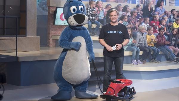 Auch Piet Flosse und Elton sind große Fans des Schlittenfahrens. | Rechte: ZDF/Ralf Wilschewski