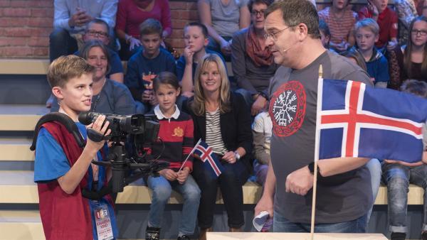Kamerakind Jan aus Ulm/Deutschland hat Elton durch die Kamera gut im Blick.   Rechte: ZDF/Ralf Wilschewski