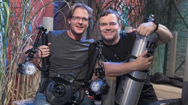 Spannende Geschichten aus der Unterwasserwelt: Der Forschungstaucher Dr. Markus Huber begleitet Elton heute durch die 1, 2 oder 3-Sendung. | Rechte: ZDF/Ralf Wilschewski