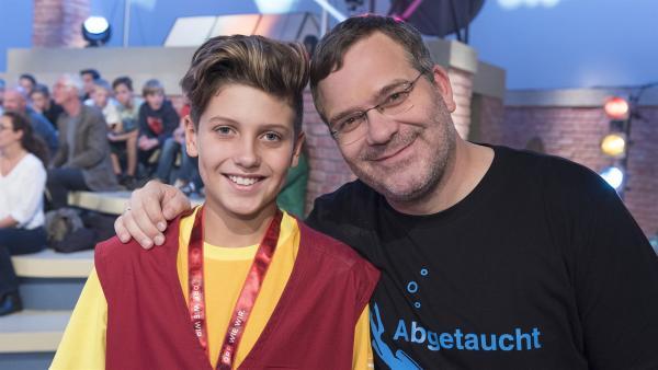 Kamerakind Lorenz aus Perchtoldsdorf/Österreich mit Elton. | Rechte: ZDF/Ralf Wilschewski