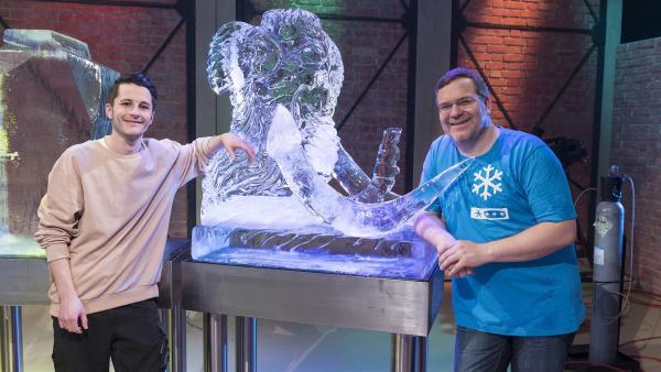 Heute wird es frostig! Im 1, 2 oder 3-Studio herrscht Eiszeit. Studiogast Philipp Tremml baut tolle Eisskulpturen und Elton führt gewohnt cool durch die Sendung. | Rechte: ZDF/Ralf Wilschewski