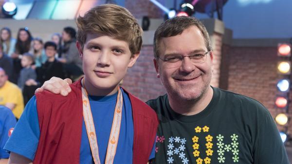 Kamerakind Lukas aus Rohr i. NB/Deutschland mit Elton. | Rechte: ZDF/Ralf Wilschewski