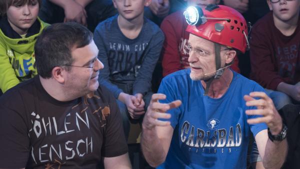 Höhlenforscher Professor Andreas Pflitsch weiß so einige spannende Geschichten aus seiner Forschung zu erzählen. | Rechte: ZDF/Ralf Wilschewski