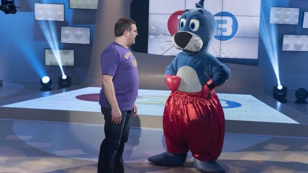 Piet Flosse hat sich Boxhandschuhe übergestreift. Ob sich Elton besser in Acht nehmen sollte? | Rechte: ZDF/Ralf Wilschewski