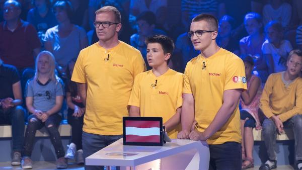 Österreich wird vertreten durch die Familie Troppmann aus Enns mit Vater Bernd und seinen Söhnen Michael und Mario. | Rechte: ZDF/Ralf Wilschewski