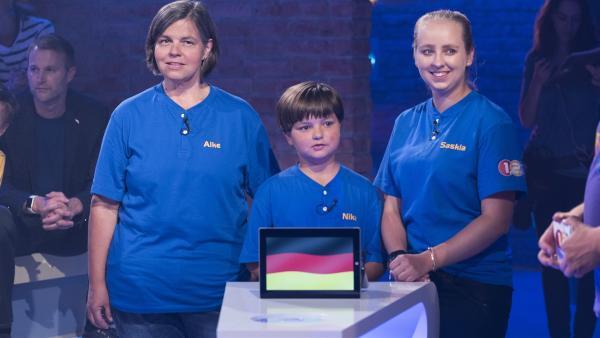 Für Deutschland tritt Familie Polgen aus Nürnberg mit Tochter Nika, ihrer Cousine Saskia und Mutter Alke an. | Rechte: ZDF/Ralf Wilschewski