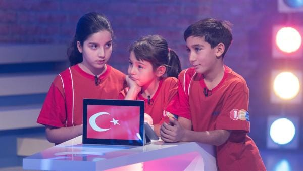 Die Kandidaten aus Istanbul/Türkei wollen heute viele Punkt erspielen. | Rechte: ZDF/Ralf Wilschewski