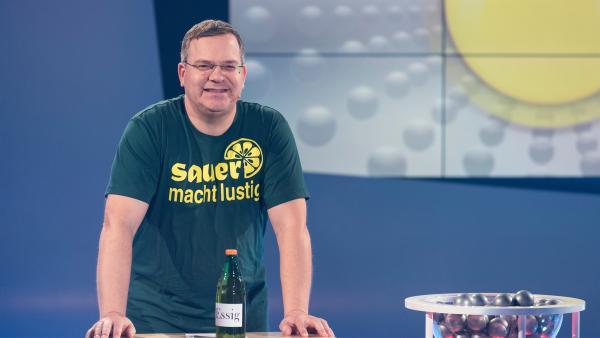 Woraus wird eigentlich Essig gemacht? Elton erklärt es.   Rechte: ZDF/Ralf Wilschewski