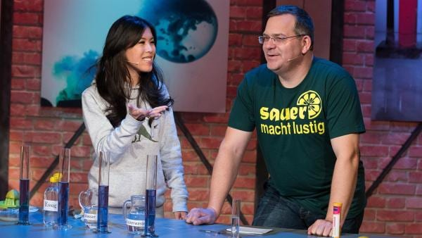 Im Chemielabor übernehmen Indikatoren das Schmecken. Warum das so ist, erklärt Chemikerin Dr. Mai Thi Nguyen-Kim.   Rechte: ZDF/Ralf Wilschewski