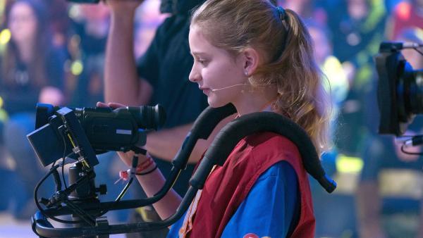Kamerakind Olivia aus Köln/Deutschland filmt das Geschehen.       | Rechte: ZDF/Ralf Wilschewski