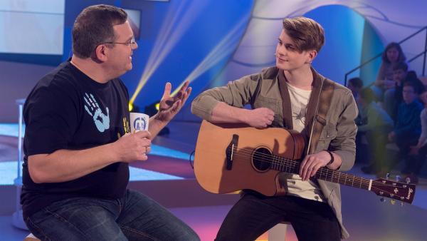 Der Schweizer Gitarrist und Sänger Vincent Gross erzählt von seiner Ausbildung in der Jazzschule und an welche Gitarrengriffe seine Hände sich erst mal gewöhnen mussten. | Rechte: ZDF/Ralf Wilschewski