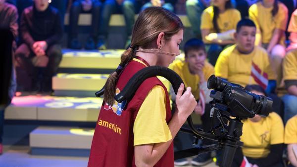 Kamerakind Jana aus Lustenau/Österreich ist auf der Suche nach ihrem nächsten Motiv.       | Rechte: ZDF/Ralf Wilschewski