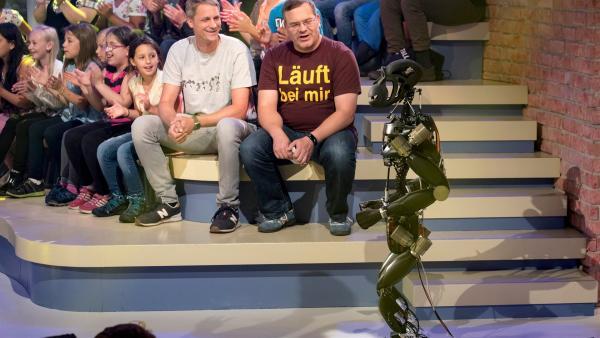 Dr. Sebastian Bartsch vom Deutschen Forschungszentrum für künstliche Intelligenz in Bremen weiß Spannendes über seine Arbeit als Roboterforscher zu erzählen.   Rechte: ZDF/Ralf Wilschewski
