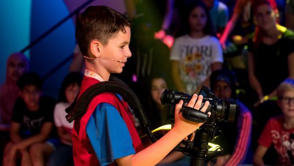 Kamerakind Louis aus Berlin/Deutschland ist auf der Suche nach der nächsten Drehmöglichkeit. | Rechte: ZDF/Ralf Wilschewski