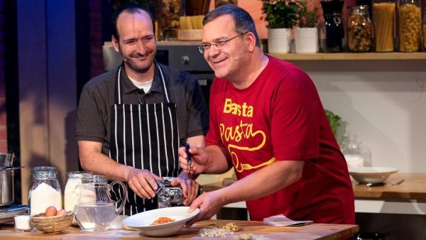 Koch Mario Furlanello verrät, was er für einen richtig guten Nudelteig benötigt. | Rechte: ZDF/Ralf Wilschewski