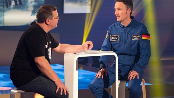 ESA-Astronaut Matthias Maurer wird der 12. Deutsche im All sein. Er erzählt, wie man sich auf das Leben als Astronaut vorbereitet und wie es ist, sich in einem schweren Weltraumanzug zu bewegen.       | Rechte: ZDF/Ralf Wilschewski
