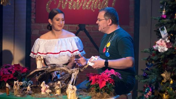 Christine Brunnhofer ist Halbmexikanerin und weiß Interessantes über mexikanische Weihnachtsbräuche zu berichten.   Rechte: ZDF/Ralf Wilschewski