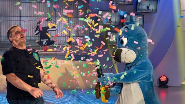 Die Sportskanonen Elton und Piet geben den Startschuss für die Sendung.    Rechte: ZDF/Ralf Wilschewski