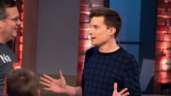 """""""logo!""""-Moderator Tim Schreder erzählt über seinen Job als Nachrichtensprecher bei logo!.    Rechte: ZDF/Ralf Wilschewski"""