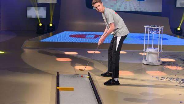 Silvio Krauss ist amtierender Jugendweltmeister im Minigolf. In der Sendung zeigt er heute sein Können.  | Rechte: ZDF/Eva Werdich