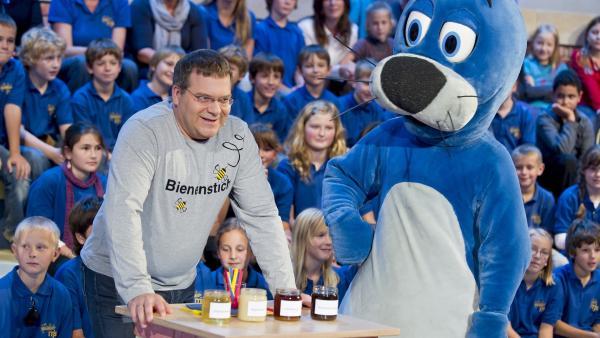 Elton und Piet an der Honig-Bar. | Rechte: ZDF/Ralf Wilschewski