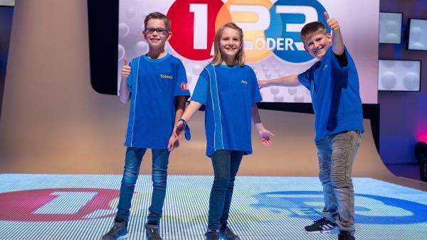 Die Kandidaten aus Roßtal in Deutschland sind bereit für die Sendung. | Rechte: ZDF/Ralf Wilschewski