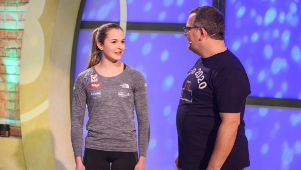 Jessica Pilz, österreichische Olympia-Athletin im Sportklettern erklärt, worauf es beim Klettern ankommt.   Rechte: ZDF/Ralf Wilschewski