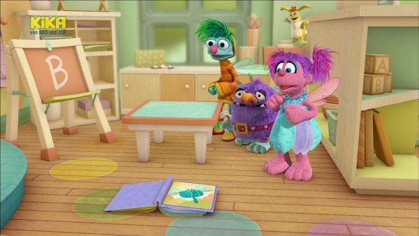 """Heute nehmen die Schüler der Feenschule den Buchstaben """"B"""" durch.   Rechte: KiKA/Sesame Workshop/SpeakeasyFX"""