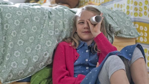 Lina überlegt,was sie nun machen soll. | Rechte: KiKA/Erik Drews